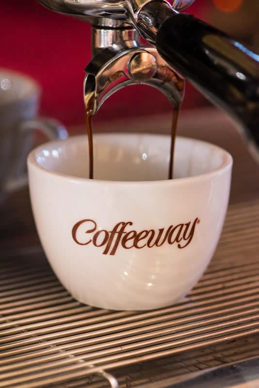 Espresso Special: Χαρμάνι από εξαιρετικές ποικιλίες καφέ, φτιαγμένο 100% από κόκκους Arabica. Έχει έντονη γεύση και άρωμα και είναι πιο μαλακός στο καβούρδισμα απ΄ότι ο Classic. Espresso Superior: Χαρμάνι με έντονη γεύση και μυρωδιά για ένα δυνατό καφέ. Έχει ιδιαίτερη οξύτητα και διαφοροποιείται και από τους Espresso Special και Espresso Classic.