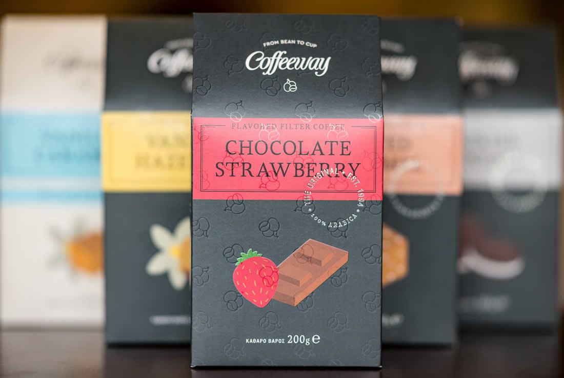 Τα Coffeeway δημιούργησαν μία νέα premium συλλογή συσκευασμένου αρωματικού καφέ φίλτρου, 100% Arabica, με 5 γεύσεις. Στη συλλογή αυτή, θα βρείτε τις δημοφιλείς γεύσεις Vanilla Hazelnut, Cookies & Cream, Vanilla Caramel Decaf αλλλά και τις 2 νέες Chocolate Strawberry & Salted Caramel που επιλέχθηκαν ειδικά για τη συγκεκριμένη premium συλλογή και κυκλοφορούν για πρώτη φορά στην Ελλάδα από τα Coffeeway.
