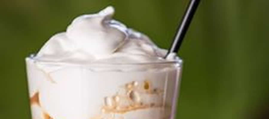 Freddo cappuccino με φυτική κρέμα, αφρόγαλα ή αφρόγαλα από γάλα σόγιας?