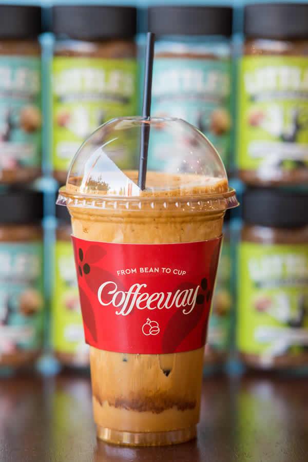 Ισορροπημένο χαρμάνι στιγμιαίου καφέ, αποκλειστικά φτιαγμένο για τα Coffeeway, και τέσσερις αρωματικοί Little's, Freeze-dried, 100% Arabica σε συσκευασία 200gr, για την απόλαυση ενός στιγμιαίου καφέ στην κλασική, αρωματική ή decaf εκδοχή του.